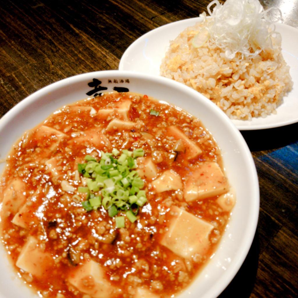 選べる5色の麻婆豆腐と炒飯のセット。人気者同士の組み合わせ!